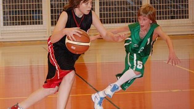 Klatovští  kadeti na domácí palubovce ve sportovní  hale v Čapkově ulici v utkání basketbalové ligy porazili své vrstevníky z České Lípy 70:63.
