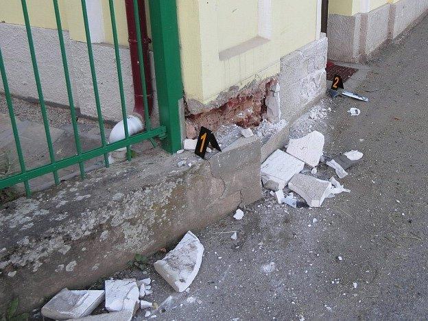 Mladík narazil do zdi