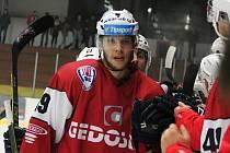Je tam! Ján Sýkora se raduje z jednoho ze tří gólů v dresu Klatov.