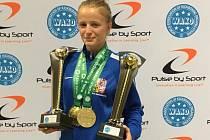 Kickboxerka Nikola Hammerová z Hammers's Gym získala na MS žáků a juniorů v irském Dublinu dva tituly mistryně světa