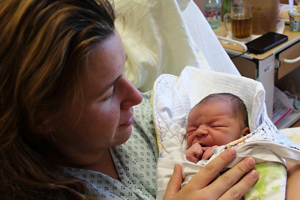 Petr Bláha zHoražďovic se narodil vklatovské porodnici 22. července v17:08 hodin (3880 g, 51 cm). Pohlaví svého prvního společného miminka věděli rodiče Veronika a Miroslav dopředu.