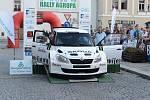 Posádky při předstartovní show a na tratích Rally Agropa