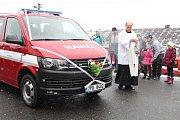 Slavnostní předání a posvěcení nového vozu hartmanických hasičů.