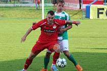 Ze zápasu Klatovy (hráč v červeném) vs. Malše Roudné.