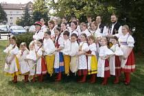 Šumavánek na přehlídce dětských tanečních souborů v Hrádku u Rokycan.