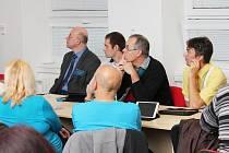 Na klatovském gymnáziu uspořádali konferenci o využití tabletů ve výuce.