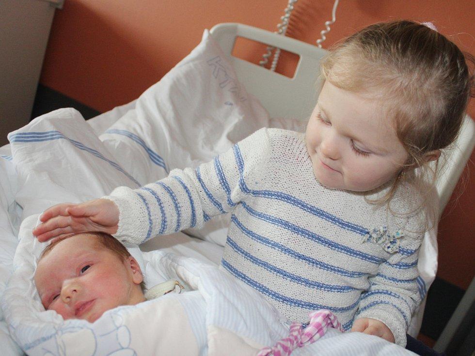 Tomáš Drozda z Mochtína (3410 g, 48 cm) se narodil v klatovské porodnici 9. února v 10.07 hodin. Rodiče Lucie a Tomáš dopředu věděli, že se jim narodí chlapeček a tatínek si příchod syna na svět nenechal ujít. Na brášku se přišla do porodnice podívat i An