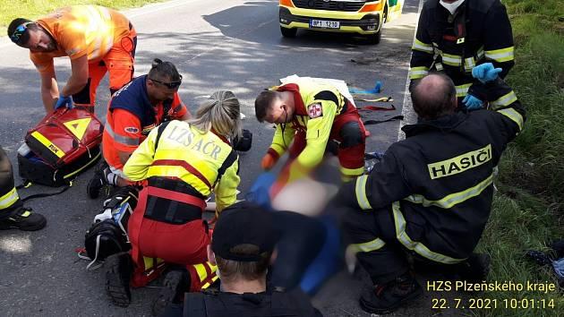 Nehoda motorkáře mezi Sušicí a Dlouhou Vsí.