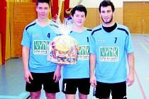 Dorostenci TJ Sokol VYNK Horažďovice Hapon vybojovali na turnaji trojic Elite Cup v Semilech stříbro. Zleva Petr Pivnička, Lukáš Hokr a Milan Knebl.