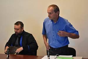 Petr Mišák u klatovského soudu.