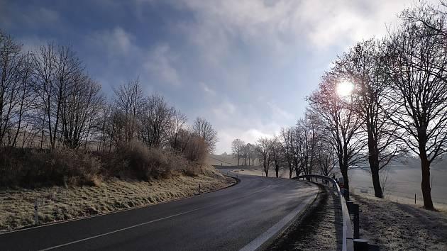 Nová silnice do Čachrova včetně propustku.