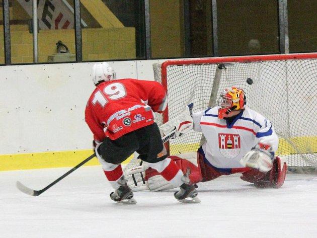 Krajská liga: HC Klatovy B (červené dresy) - HK Rokycany 5:4