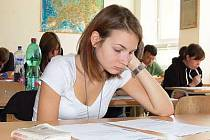 Státní maturitní zkoušku z anglického jazyka si v pondělí vyzkoušela i oktavánka Eliška Králová, která studuje na Gymnáziu Jaroslava Vrchlického v Klatovech.