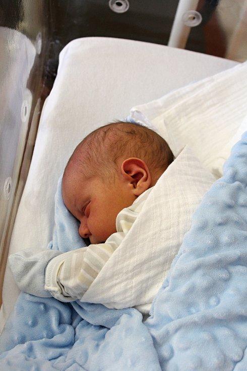 Václav Koníček zPocinovic se narodil vklatovské porodnici 22. července ve 2:13 hodin (3650 g, 51 cm). Rodiče Ivana a Karel si pohlaví svého druhorozeného miminka nechali jako překvapení na porodní sál. Doma se už na malého brášku těší tříletý Matýsek.