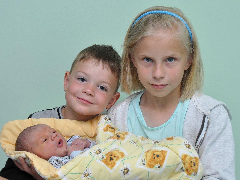 Jan Kadeřábek z Hartmanic (3400 g) se narodil ve strakonické porodnici 22. května ve 13.16 hodin. Z přírůstku do rodiny měli radost rodiče Petra a Michal a sourozenci Patrik (5) a Klárka (7).