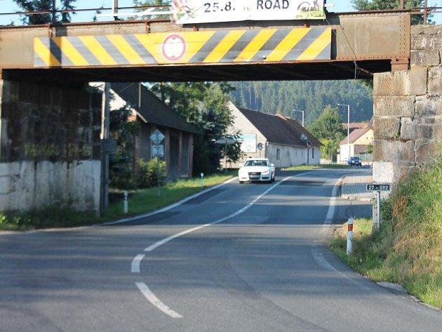 Železniční viadukt v Dehtín