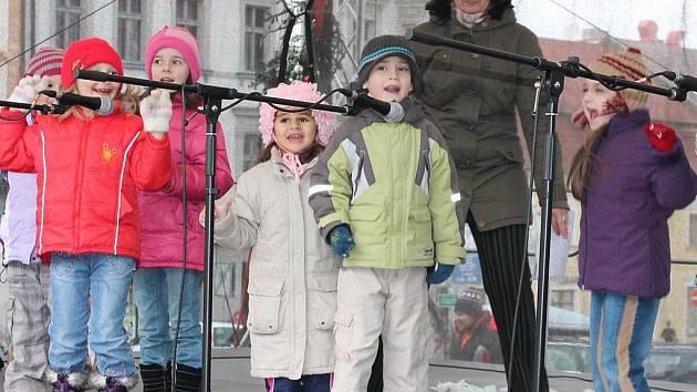 Vystoupení dětí z MŠ Studentská na klatovském náměstí