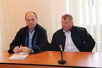 Pavel K. s advokátem u klatovského soudu.