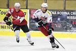 Hokejisté SHC Klatovy (červené dresy) porazili doma v přípravě HC David Servis 4:2.