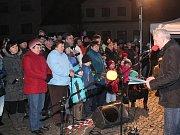 Zpívání u vánočního stromečku ve Strážově