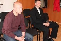 Obžalovaným Miloslavu Voldřichovi (vlevo) a Karlu Groschopfovi hrozilo až deset let, odcházeli ale spokojeni.