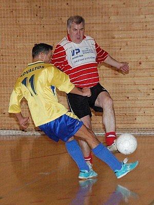 est týmů složených z hráčů  nad 45 let odborů Sport pro všechny bojovalo o co nejlepší umístění v sálové kopané ve sportovní  hale v Čapkově ulici v Klatovech.