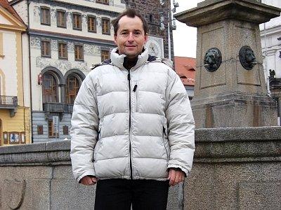 Náměstek ministra práce a sociálních věcí Michal Sedláček má ke Klatovům silné rodinné vazby, a tak ho Deník zastihl při procházce na tamním náměstí.