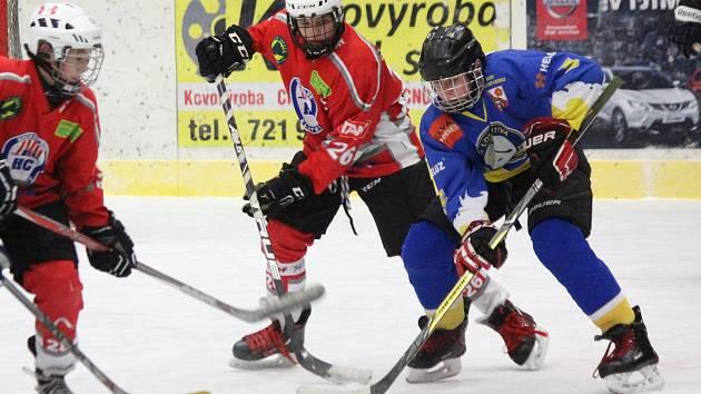 Liga mladších žáků v hokeji HC Klatovy (červení) - TJ Lokomotiva Veselí nad Lužnicí.