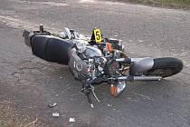 Za Dobroticemi u Chanovic směrem na Horažďovice byl v sobotu před 18. hodinou vážně zraněn motorkář při střetu s osobním autem