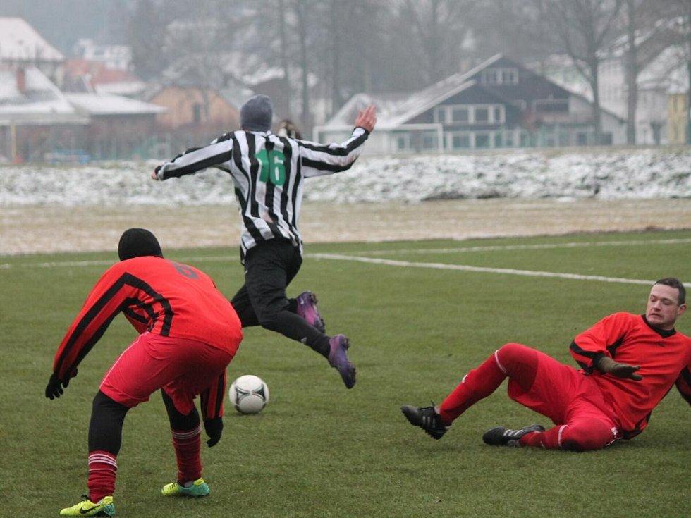 Zimní turnaj v Sušici: Nýrsko (v pruhovaném)  Luby 2:0.