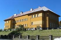 Základní škola v Čachrově.