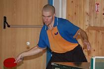 PŘEBORNÍK. Vítězem sobotního okresního přeboru mužů ve stolním tenisu se stal  u plánických zelených stolů Daniel Javorský z TJ Klatovy (na snímku).