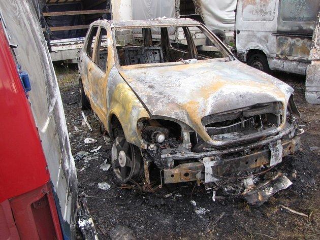 V Horažďovicích hořela čtyři auta