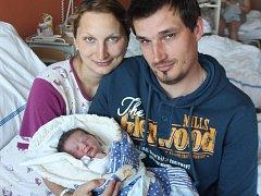 Kristýna Valečková z Lub (3580 gramů, 50 cm) se narodila v klatovské porodnici 29. dubna ve 20.20 hodin. Rodiče Kristýna a Radek přivítali očekávanou dcerku na svět společně. Ze sestřičky má radost i Anička (3).