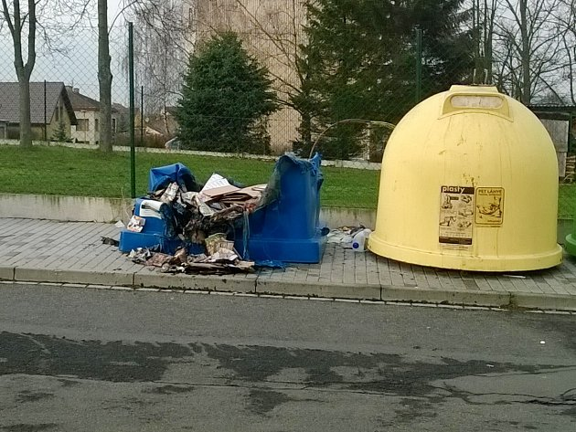 Spálený kontejner v Luční ulici v Klatovech.