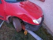 Sedmnáctiletý opilý mladík naboural v Nýrsku matčino auto.