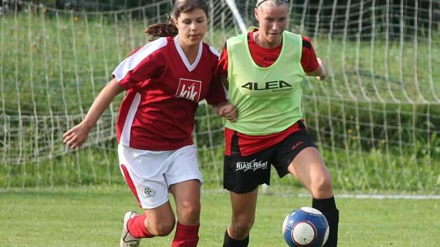 Letní Dívčí amatérská fotbalová liga Kobra A - Kobra B 0:0.