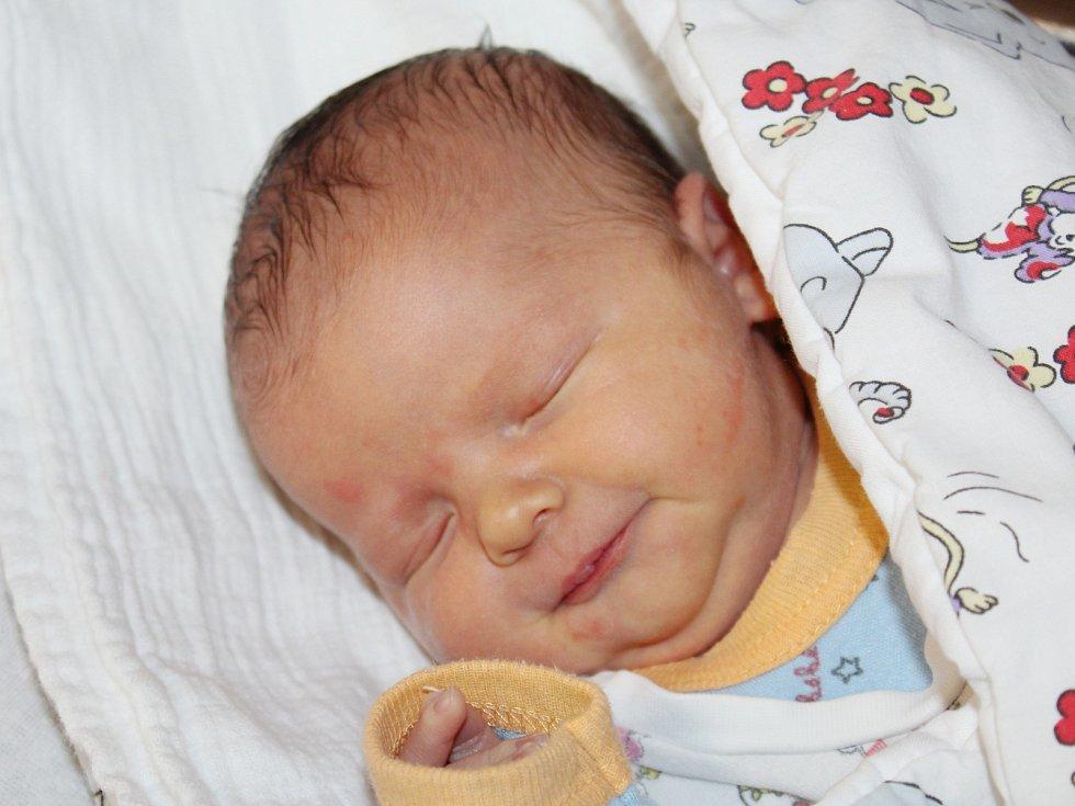 David Sádlík z Kocourova (3740 g, 49 cm) se narodil v klatovské porodnici 9. dubna v 11.04 hodin. Rodiče Sabina a Martin věděli, že Deniska (5) bude mít brášku.