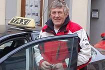 Eduard Fišar jezdí s taxíkem už dvaadvacet let.