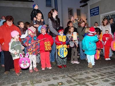 Svatomartinskou jízdu a vítání paní Zimy  mají za sebou obyvatelé Měčína na Klatovsku.
