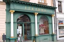 Oprava klatovské unikátní lékárny si vyžádá dva miliony korun. Turisté mohou lékárnu navštívit do konce října.