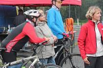 Na kole a s hůlkami po zelené střeše Evropy