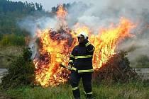 Cvičení hasičů u Poleně