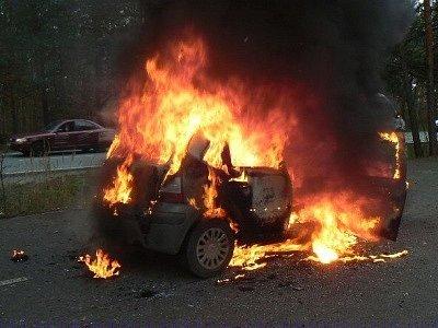 Požár automobilu u Sulkova