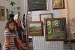 Místní rodačka z Chudenic Marta Kateřina Nedvědová, je amatérskou malířkou, která má však za sebou celou řadu výstav po celé republice.