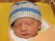 Matyáš Vorel z Kolince (2990 g, 49 cm) poprvé otevřel oči v klatovské porodnici 3. prosince v 5.48 hodin. Rodiče Nikol a Dominik přivítali svého prvorozeného syna na svět společně.