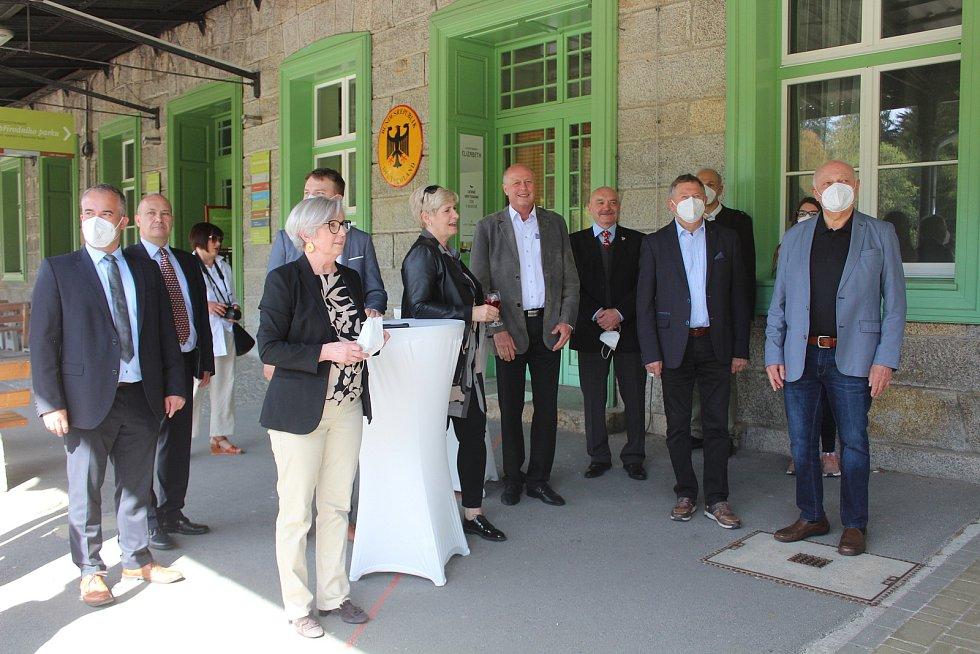 Slavnostní setkání k třiceti letům od otevření nádraží v Alžbětíně.