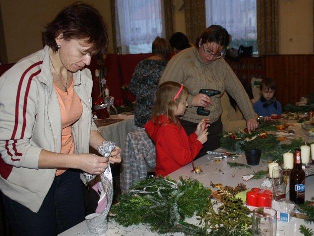 Výroba adventních věnců ve Svrčovci