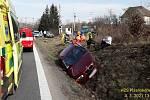 Nehoda osobního a nákladního auta u Švihova.