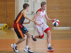 Basketbalový Easter cup v Klatovech. Na snímku zápas chlapců U15 Klatovy (bílí) vs. Chemnitz.